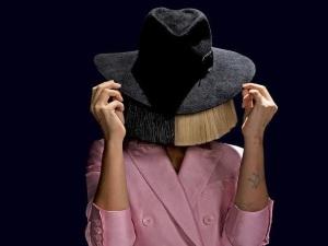 ¡Así se ve Sia sin peluca y sin maquillaje! (foto)