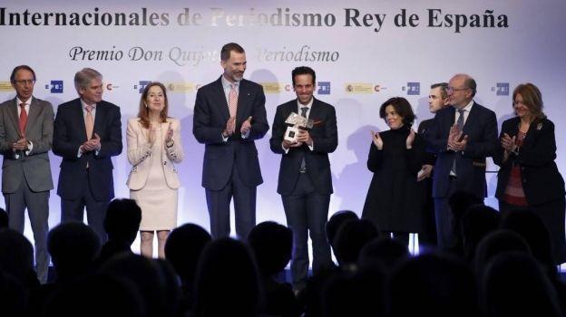 Carlos Loret de Mola recibe el Premio Internacional de Periodismo Rey de España por 'Éxodo'