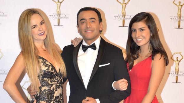 Paola acompañó a Adal Ramones a Premios TVyNovelas