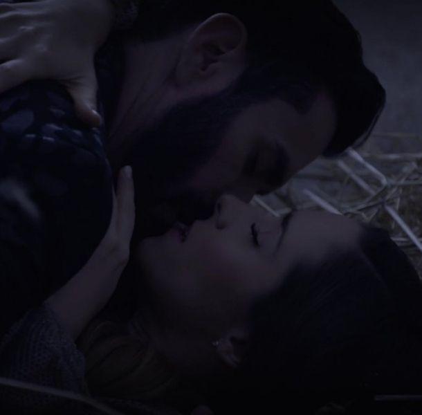 Ariadne Díaz y David Zepeda protagonizan candente escena en