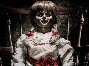 ¡Está diabólica! Mira el aterrador póster de Annabelle 2: La Creación