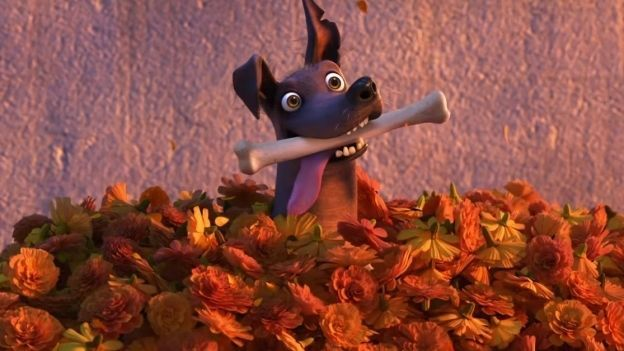 VIDEO: 'Dante', el perro de 'Coco', protagoniza gran aventura... ¡por un hueso!