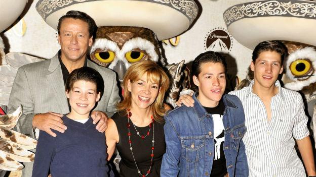 La familia de Alfredo Adame casi muere en un accidente autovomilístico