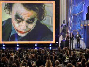 ¡Aquí está el tráiler de la bio película de Heath Ledger!