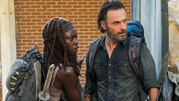 Actor de 'The Walking Dead' sale del clóset (VIDEO)
