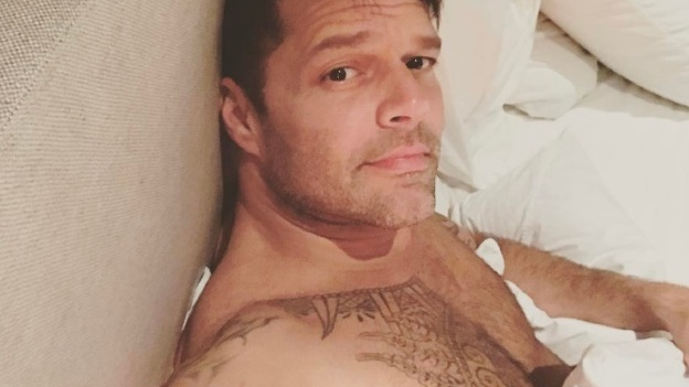 ¡Igual que Luis Miguel! Ricky Martin aparece irreconocible en redes sociales (FOTOS)