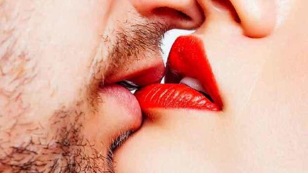 Cómo besar bien a un hombre y a una mujer según la ciencia