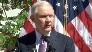 Sessions no acepta la apología al racismo