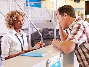 ¿Por qué se sobrevenden los vuelos y qué hacer si tu vuelo está sobrevendido?