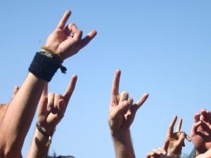¿Cuál es el origen de los famosos cuernos del rock?