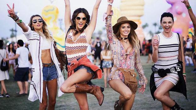 10 fotos que prueban que Alessandra Ambrosio es la máster del look Coachella
