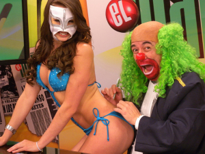 ¡Se destapa! La Reata de Brozo causa revuelo con nuevo desnudo (FOTO)