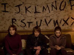 Estrella de 'Stranger Things' se declara bisexual (FOTO)
