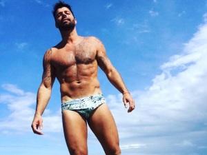 ¡Ricky Martin baila en ropa interior y revela tremendo secreto! (video)