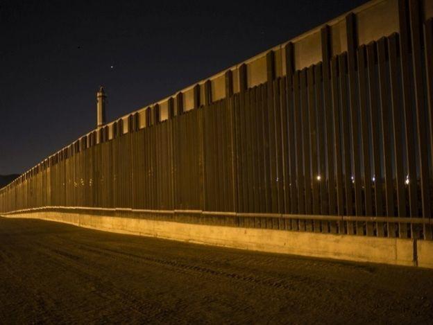 Muro con México es vital para que drogas no entren a EU: Trump
