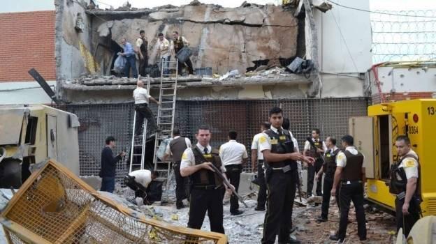 Grupo armado roba 40 mdd a una camioneta de valores en Paraguay