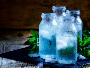 Quemando calorías con tragos de agua helada