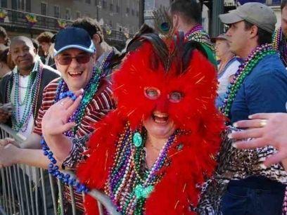 Asiste a la celebración anual de Mardi Gras en Nueva Orleans y descubre su explosión de colores, emociones y sonidos