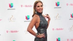 Lucero rinde homenaje a Joan Sebastian en su disco Enamorada con Banda