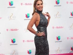 Lucero rinde homenaje a Joan Sebastian en su disco 'Enamorada con Banda'