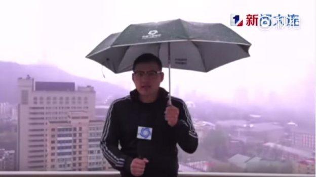 VIDEO: Reportero es alcanzado por un rayo durante programa en vivo