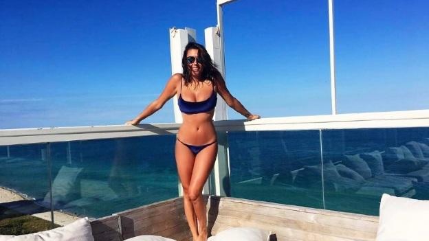 La hija de Julián Gil sedujo con sexy bikini