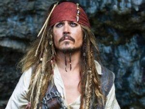 Johnny Depp aparece como 'Jack Sparrow' en atracción de Disneyland (VIDEOS)