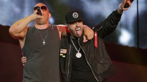 Nicky Jam y Vin Diesel cantan reggaetón en los Latin Billboard 2017