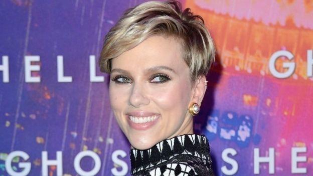 La reacción de Scarlett Johansson frente a una mujer idéntica a ella