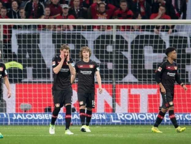 La promoción amenaza a Chicharito y Leverkusen