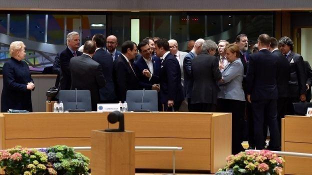 Los 27 líderes de la UE adoptan lineamientos para el Brexit