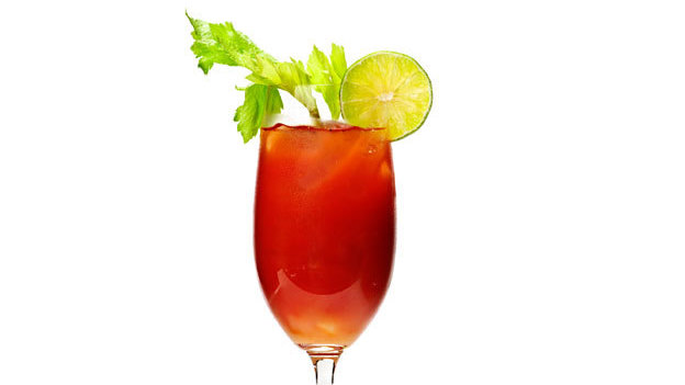 Aprende a hacer un coctel bloody mary tequila for Coctel bloody mary