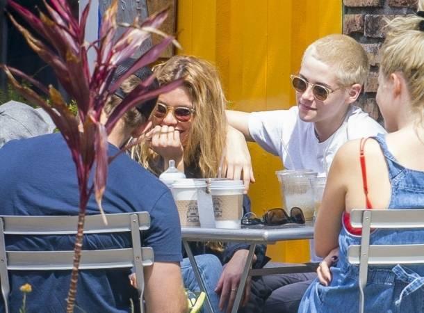 Kristen Stewart se paseó con su novia