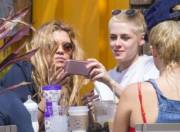 Kristen Stewart está feliz con Stella Maxwell