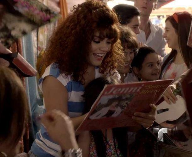 Angélica Celaya aparece caracterizada como Jenni Rivera en