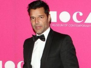 Ricky Martin se convierte en el amante de Versace (FOTOS)