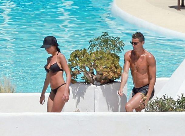 Cristiano Ronaldo apareció semidesnudo con su novia
