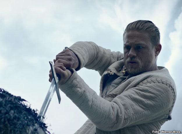 Charlie Hunnam se mete en el papel de El Rey Arturo en La Leyenda de la Espada
