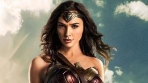 Gal Gadot y Chris Pine protagonizan el nuevo póster de Mujer Maravilla