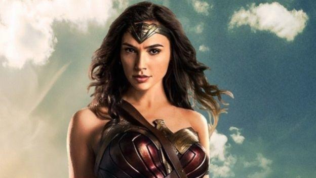 Gal Gadot y Chris Pine protagonizan el nuevo póster de 'Mujer Maravilla'