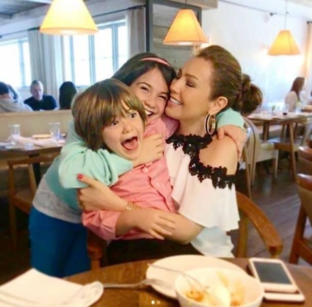 Thalía presumió a sus hijos en Instagram
