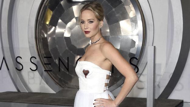 ¡Vaya escándalo! Captan a Jennifer Lawrence borracha en club de strippers