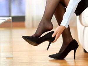 ¿Cómo caminar con tacones sin cansarse?