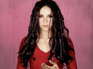 Shakira deja el reggaetón de 'Chantaje' para volver a sus raíces, ¡escúchala!