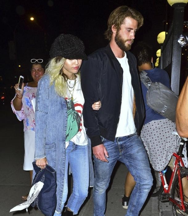Miley Cyrus se paseó con Liam Hemsworth