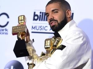 ¡Arrasa con todo! Drake rompe récord en los premios Billboard 2017