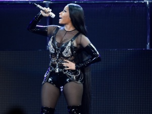 ¡OMG! ¿Nicki Minaj le copia el look a Jennifer Lopez?
