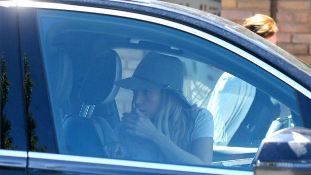 Shakira presumió a sus hijos frente a los paparazzi