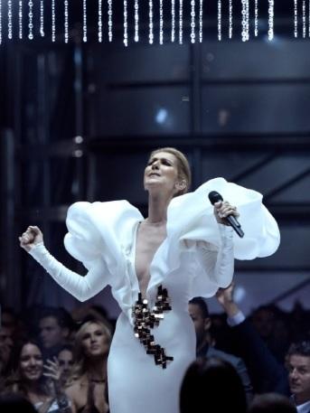 Céline Dion interpreta tema de 'Titanic' con lágrimas en los premios Billboard