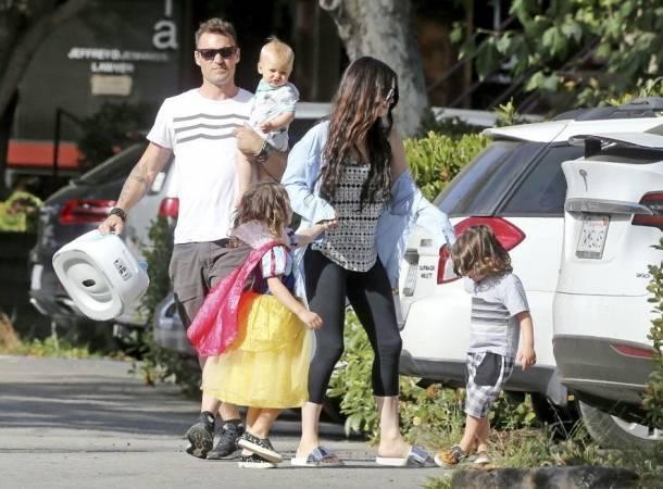 Hijo de Megan Fox aparece con vestido